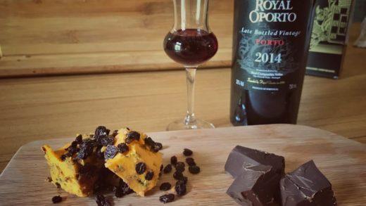 Shropshire affinato al Porto e uva di Corinto con cioccolato fondente e Porto