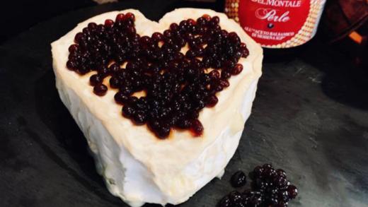 Coeur de Neufchâtel e perle di aceto balsamico