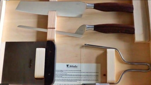 La cassetta di coltelli